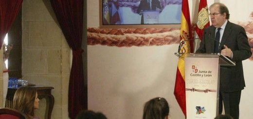 El presidente de la Junta de Castilla y Leon, Juan Vicente Herrera pronuncia un discurso en Soria, donde ha abierto institucionalmente el curso de enseñanzas no universitarias. EFE/Wifredo Garcia