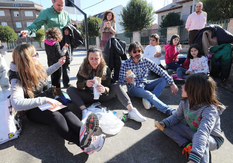 Protesta padres colegio jesus Maestro Cuatrovientos comedor escolar /