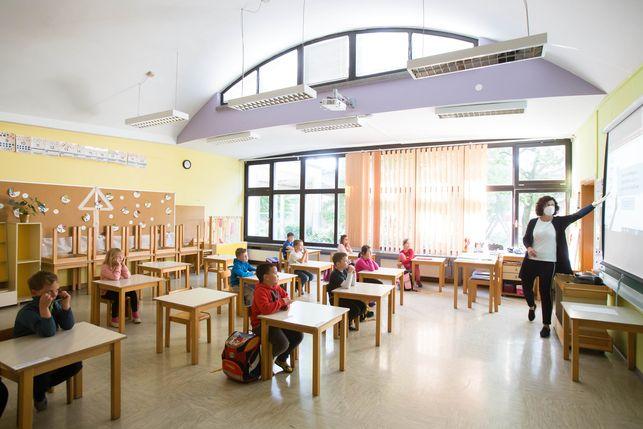 maestra-reducida-alumnos-seguridad-Eslovenia