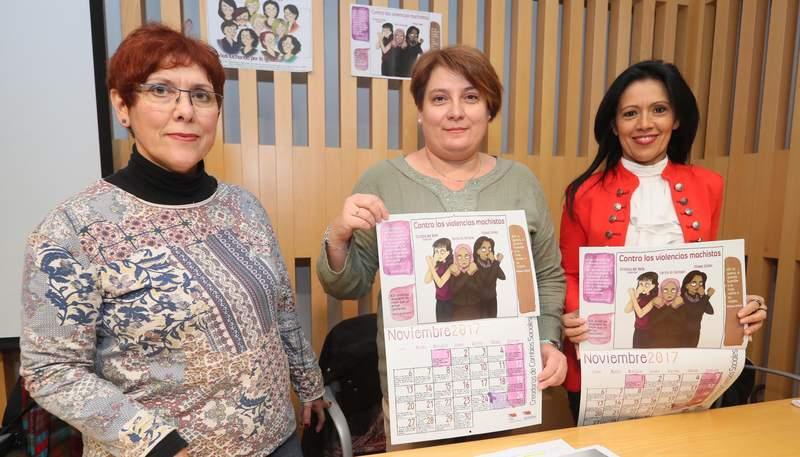 Fermina Bardón, Mari Luz González y Cristina del Valle, ayer en la Fundación Sierra Pambley durante la presentación del calendario de Mujeres en el Tiempo. RAMIRO -