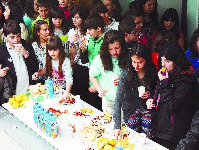 Alumnos IES Empecinado desayunando