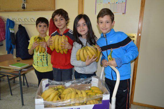 alumnado-primaria-fruta
