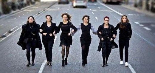 Seis mujeres que apoyan la huelga: Ruth Giralt Figueras (mossa d'esquadra), Pastora Martínez Samper (vicerrectora de la UOC), M. Antònia Coscollola (jueza), Carmina Ganyet (ejecutiva), Olga Pané (médica) y Jessica Vall (nadadora)