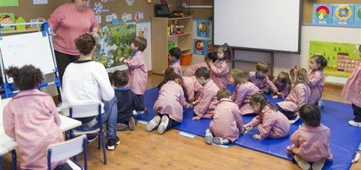 La ley recomienda que el horario lectivo no supere las 18 horas semanales para los maestros y las 23 para profesores de Secundaria. - EUROPA PRESS - Archivo