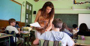 maestra-alumnos-aula-Edu-Bayer