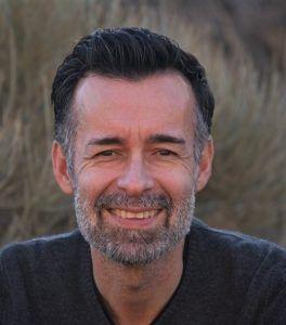 Albano De Alonso Paz Licenciado en Filología Hispánica y Periodismo. Profesor de Lengua Castellana y Literatura. Director de IES