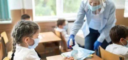 docente-gel-mascarilla